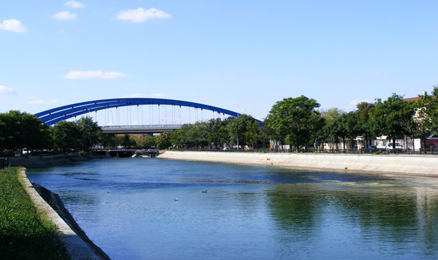 Near Bucharest Delta is the Mihai Bravu Bridge and Dambovita River